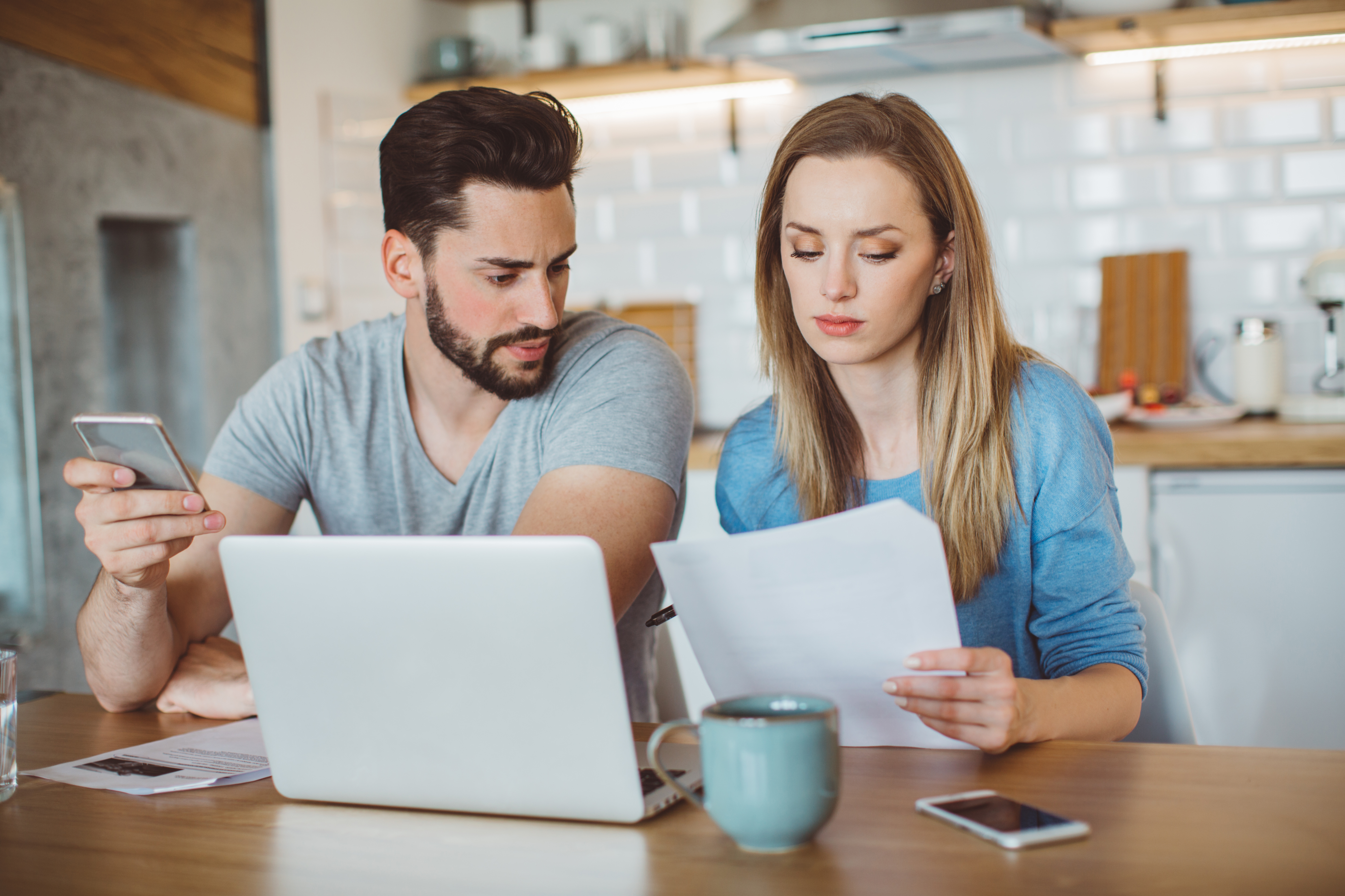 couple discuss Divorce finances